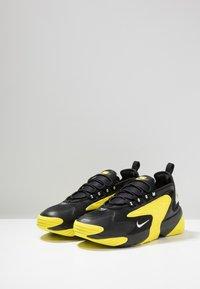 Nike Sportswear - ZOOM  - Sneakers - black/white/dynamic yellow - 3