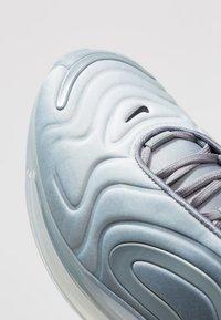 Nike Sportswear - AIR MAX 720 - Sneakers laag - anthracite/black/metallic silver - 4