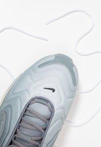 Nike Sportswear - AIR MAX 720 - Sneakers laag - anthracite/black/metallic silver - 3