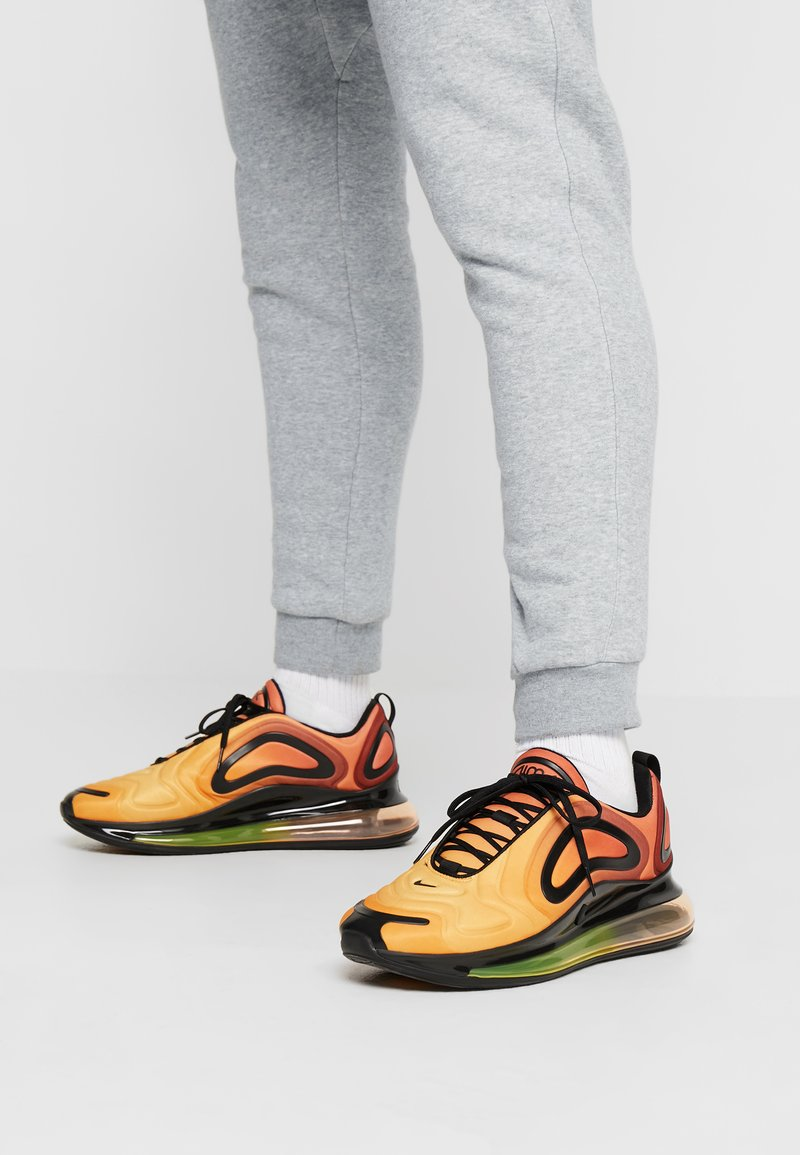 Nike Sportswear - AIR MAX 720 - Sneakers laag - team orange/university gold/black