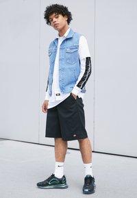 Nike Sportswear - AIR MAX 720 - Tenisky - black/laser fuchsia/anthracite - 4
