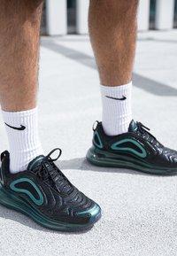 Nike Sportswear - AIR MAX 720 - Tenisky - black/laser fuchsia/anthracite - 5