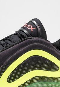 Nike Sportswear - AIR MAX 720 - Sneakersy niskie - black/bright crimson/volt - 7