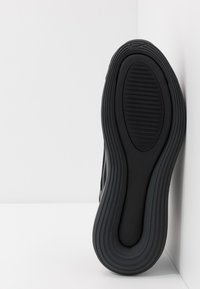 Nike Sportswear - AIR MAX 720 - Sneakersy niskie - black/anthracite - 4