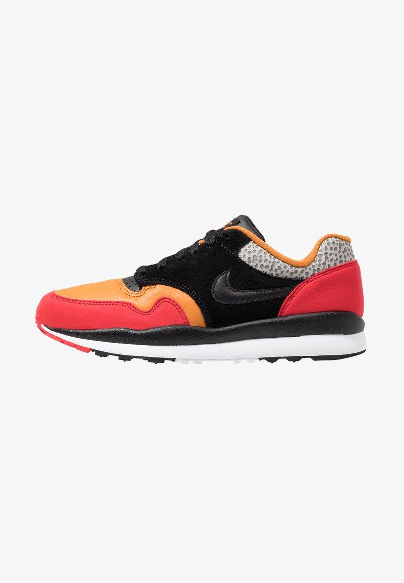 Nike Sportswear - AIR SAFARI SE SP19 - Sneakers laag - university red/black/monarch/cobblestone/cool grey