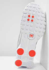 Nike Sportswear - SHOX R4 - Trainers - white/metallic silver/crimson - 5