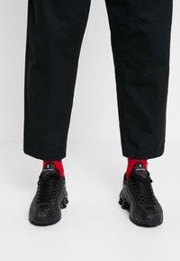 Nike Sportswear - SHOX R4 - Zapatillas - black/white - 0