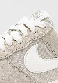 Nike Sportswear - AIR FORCE 1 '07 - Zapatillas - spruce fog/sail - 5