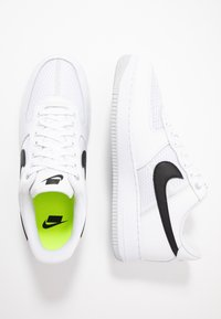 Nike Sportswear - AIR FORCE 1 '07 LV8 - Sneakers laag - white/black/pure platinum - 2