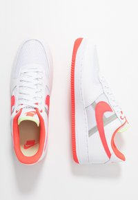 Nike Sportswear - AIR FORCE 1 '07 LV8 - Zapatillas - white/bright crimson/barely volt/pale ivory/atmosphere grey/black - 2