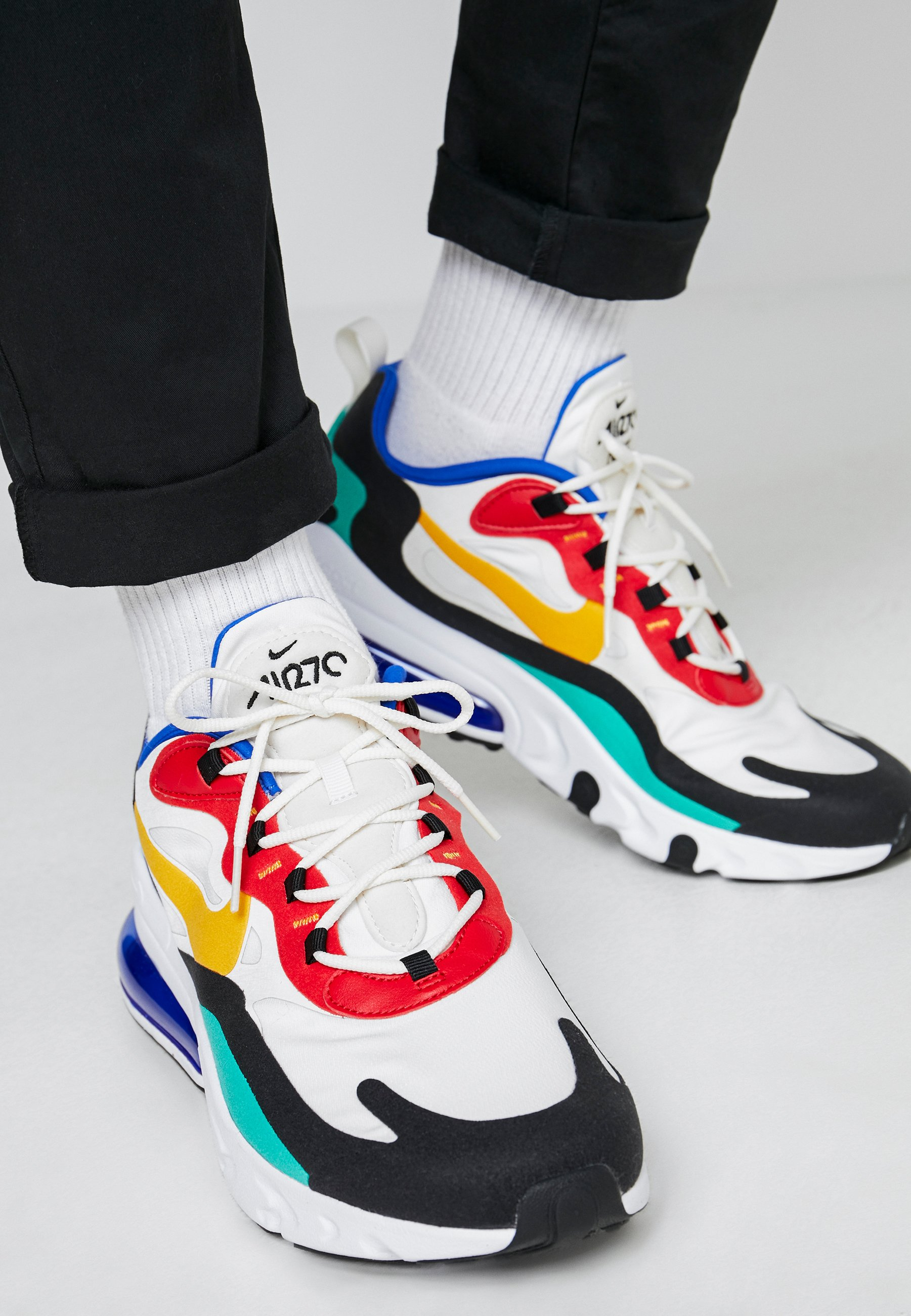 AIR MAX 270 REACT Zapatillas phantomuniversity golduniversity redblackkinetic greenhyper royal