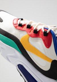 Nike Sportswear - AIR MAX 270 REACT - Tenisky - phantom/university  gold/university  red/black/kinetic green/hyper royal - 8