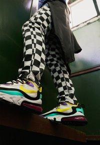 Nike Sportswear - AIR MAX 270 REACT - Tenisky - black/bicycle yellow/teal tint/violet star/pink blast/white - 7