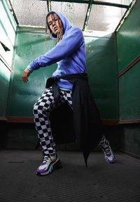 Nike Sportswear - AIR MAX 270 REACT - Tenisky - black/bicycle yellow/teal tint/violet star/pink blast/white - 6