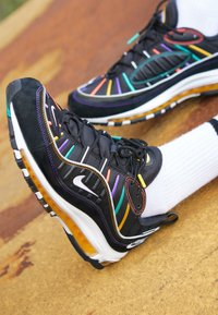 Nike Sportswear - AIR MAX 98 PRM - Sneakers laag - black/flash crimson/kinetic green/psychic purple/university  gold/white - 8