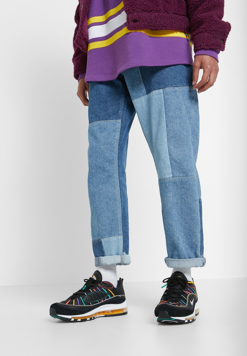 Nike Sportswear - AIR MAX 98 PRM - Zapatillas - black/flash crimson/kinetic green/psychic purple/university  gold/white