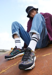 Nike Sportswear - AIR MAX 98 PRM - Sneakers laag - black/flash crimson/kinetic green/psychic purple/university  gold/white - 7