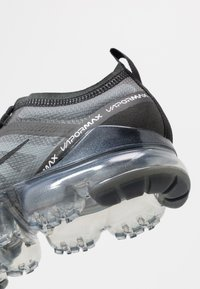 Nike Sportswear - AIR VAPORMAX 2019 - Sneakersy niskie - black - 5