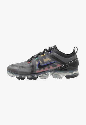 AIR VAPORMAX 2019 SE - Zapatillas - black/psychic purple/flash crimson/university gold/kinetic green