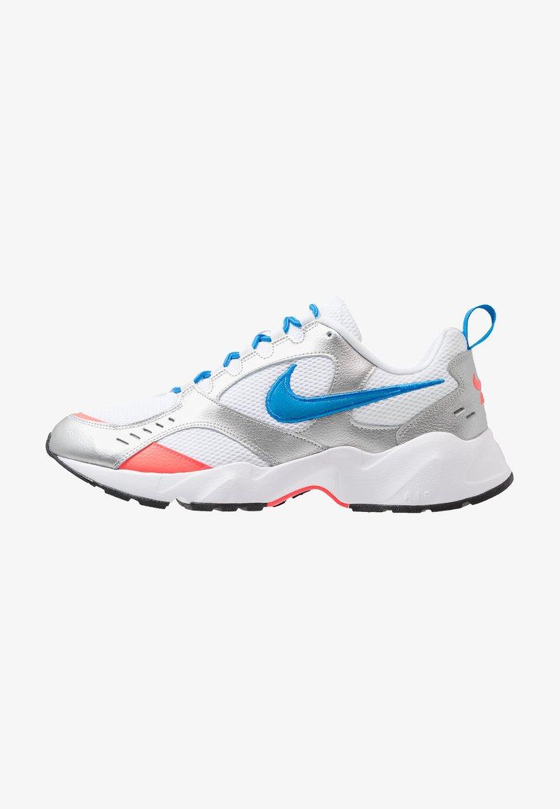 Nike Sportswear - AIR HEIGHTS - Sneakers laag - white/photo blue/metallic platinum/flash crimson/pure platinum/black