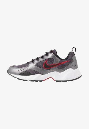 AIR HEIGHTS - Sneakers - thunder grey/black/metallic dark grey/gym red/white