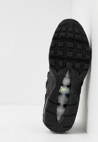 Nike Sportswear - AIR MAX 95 ESSENTIAL - Trainers - black/electric green/platinum tint/crimson - 4