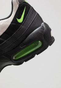 Nike Sportswear - AIR MAX 95 ESSENTIAL - Trainers - black/electric green/platinum tint/crimson - 5