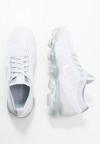 Nike Sportswear - AIR VAPORMAX FLYKNIT - Sneakers laag - white/pure platinum/metalic silver - 1