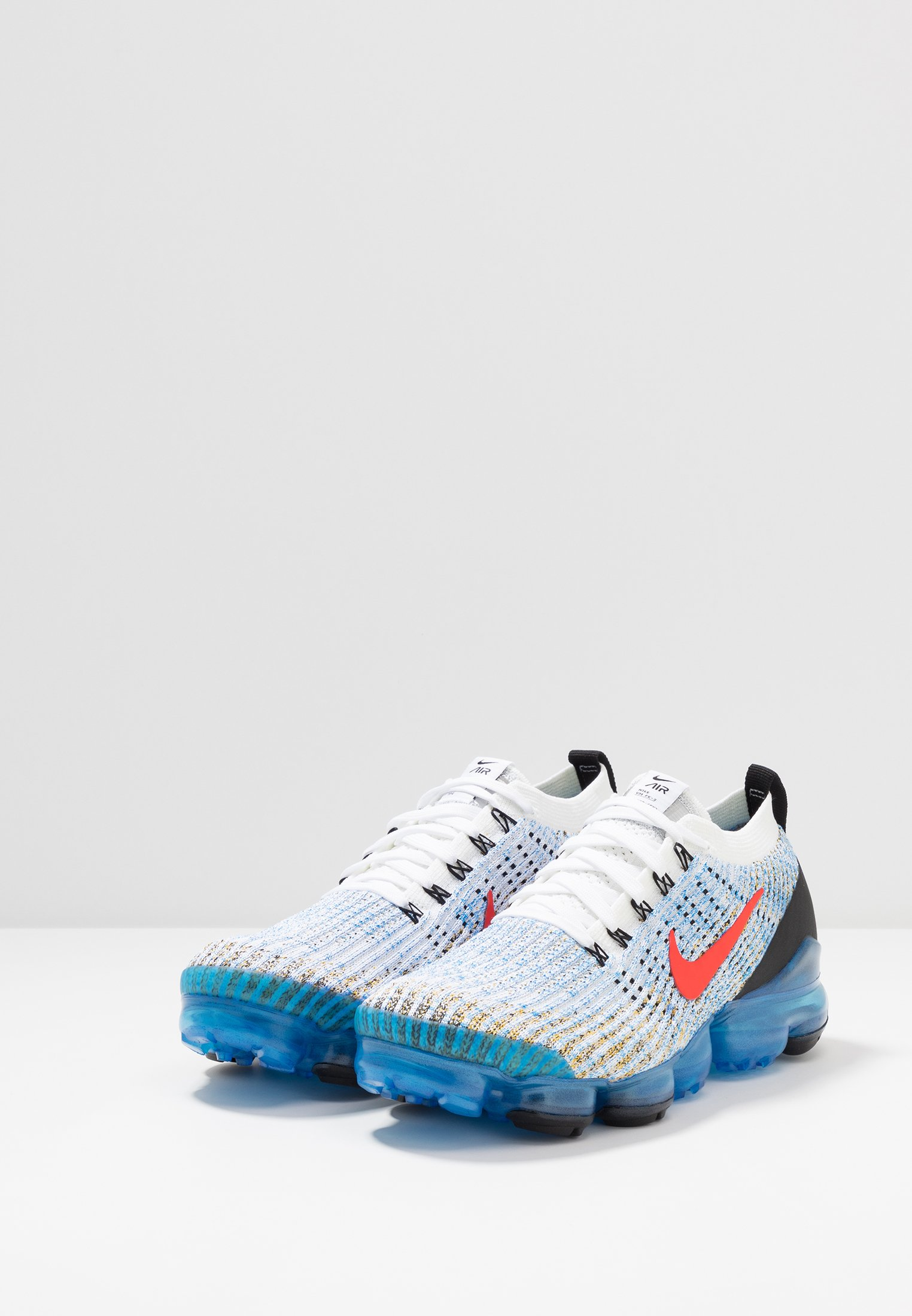Nike Sportswear AIR VAPORMAX FLYKNIT - Sneaker low - white/habanero red/university gold/photo blue/black/metallic silver