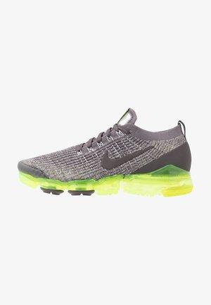 AIR VAPORMAX FLYKNIT - Sneakersy niskie - gunsmoke/thunder grey/volt/wolf grey/metallic silver