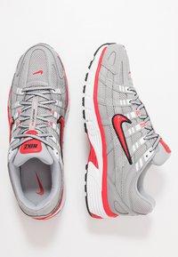 Nike Sportswear - P-6000 - Sneakers - football grey/university red/black/white - 2
