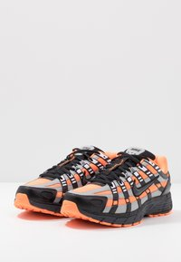 Nike Sportswear - P-6000 - Matalavartiset tennarit - total orange/black/anthracite/flat silver - 3