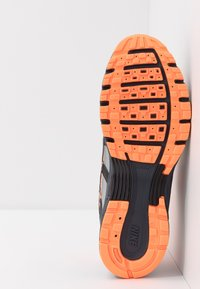 Nike Sportswear - P-6000 - Matalavartiset tennarit - total orange/black/anthracite/flat silver - 5
