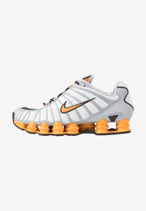 Nike Shox TL Herrenschuh - Trainers - offwhite/orange peel/wolf grey/oil grey