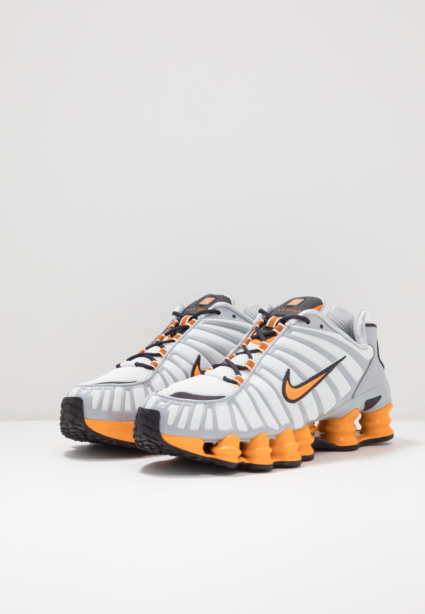 Nike Sportswear SHOX TL - Sneakersy niskie - offwhite/orange peel/wolf grey/oil grey