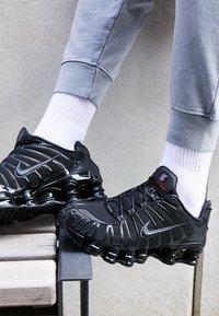Nike Sportswear - SHOX TL - Trainers - black/metallic hematite/max orange - 7