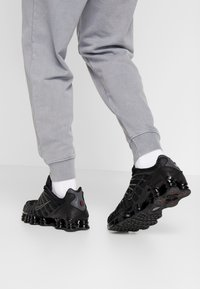 Nike Sportswear - SHOX TL - Sneakers - black/metallic hematite/max orange - 0