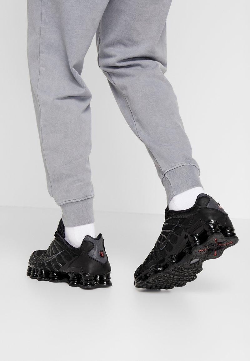 Nike Sportswear - SHOX TL - Trainers - black/metallic hematite/max orange