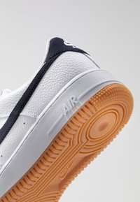 Nike Sportswear - AIR FORCE 1 '07 - Trainers - white/obsidian/university red/medium brown - 5
