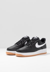 Nike Sportswear - AIR FORCE 1 '07 - Sneakersy niskie - black/white/wolf grey/medium brown - 2