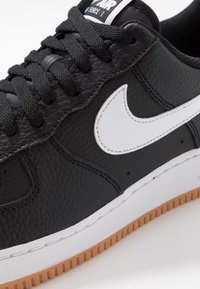 Nike Sportswear - AIR FORCE 1 '07 - Sneakersy niskie - black/white/wolf grey/medium brown - 5