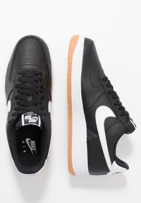 Nike Sportswear - AIR FORCE 1 '07 - Sneakersy niskie - black/white/wolf grey/medium brown - 1