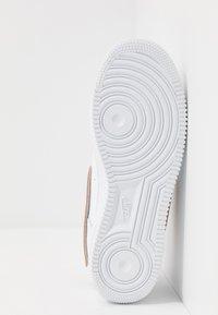 Nike Sportswear - AIR FORCE 1 '07 LV8  - Trainers - white/obsidian - 5