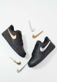 Nike Sportswear - AIR FORCE 1 '07 LV8  - Tenisky - black/white - 6