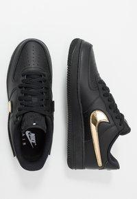 Nike Sportswear - AIR FORCE 1 '07 LV8  - Tenisky - black/white - 2