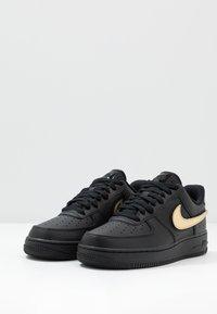 Nike Sportswear - AIR FORCE 1 '07 LV8  - Tenisky - black/white - 3
