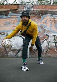 Nike Sportswear - AIR MAX 200 - Sneakers - white/black/bright crimson/university gold/lucid green - 6
