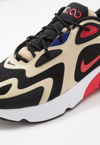 Nike Sportswear - AIR MAX 200 - Zapatillas - team gold/university red/black/white/deep royal blue - 5