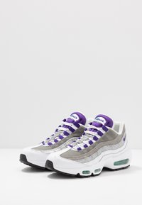 Nike Sportswear - AIR MAX 95 LV8 - Sneakers basse - white/black/bright crimson/university gold/lucid green - 3