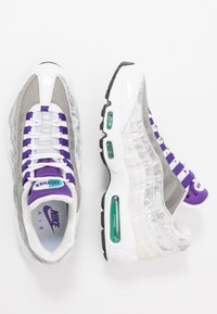 Nike Sportswear - AIR MAX 95 LV8 - Sneakersy niskie - white/black/bright crimson/university gold/lucid green - 2
